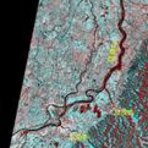 洪水被災地の衛星画像公表